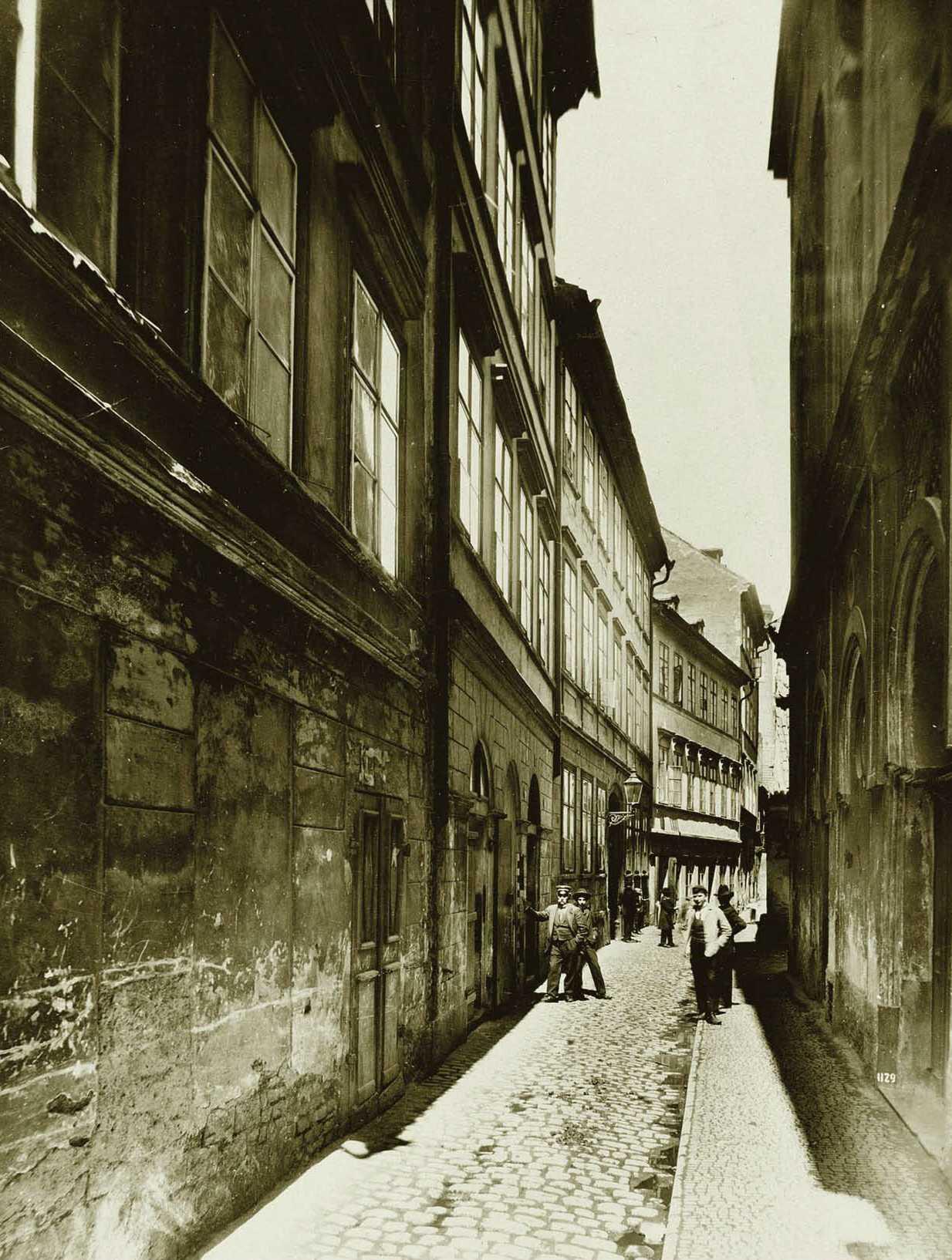 Rabínská ulice s Velkodvorskou synagogou