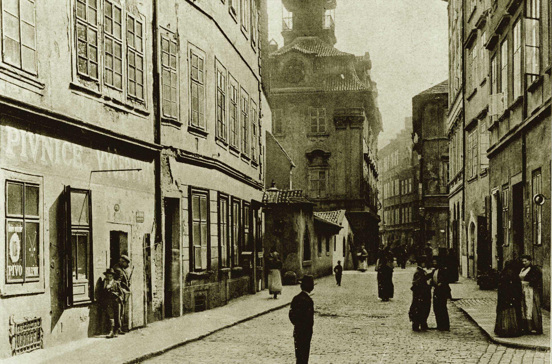 Rabínská ulice, Staronová synagoga a židovská radnice