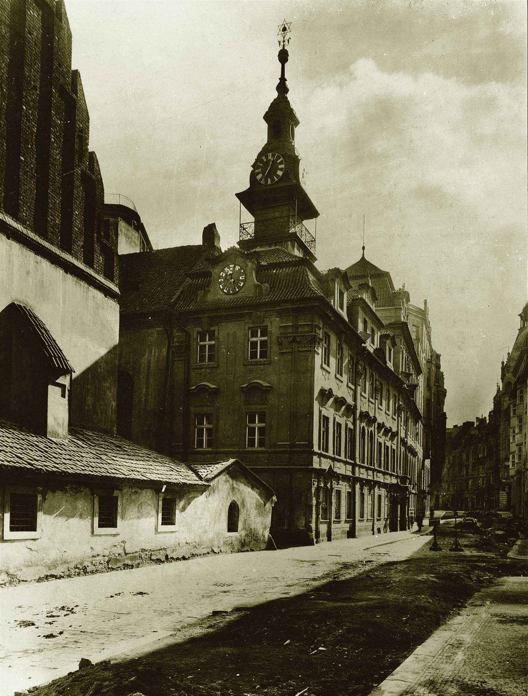 Západní průčelí Staronové synagogy
