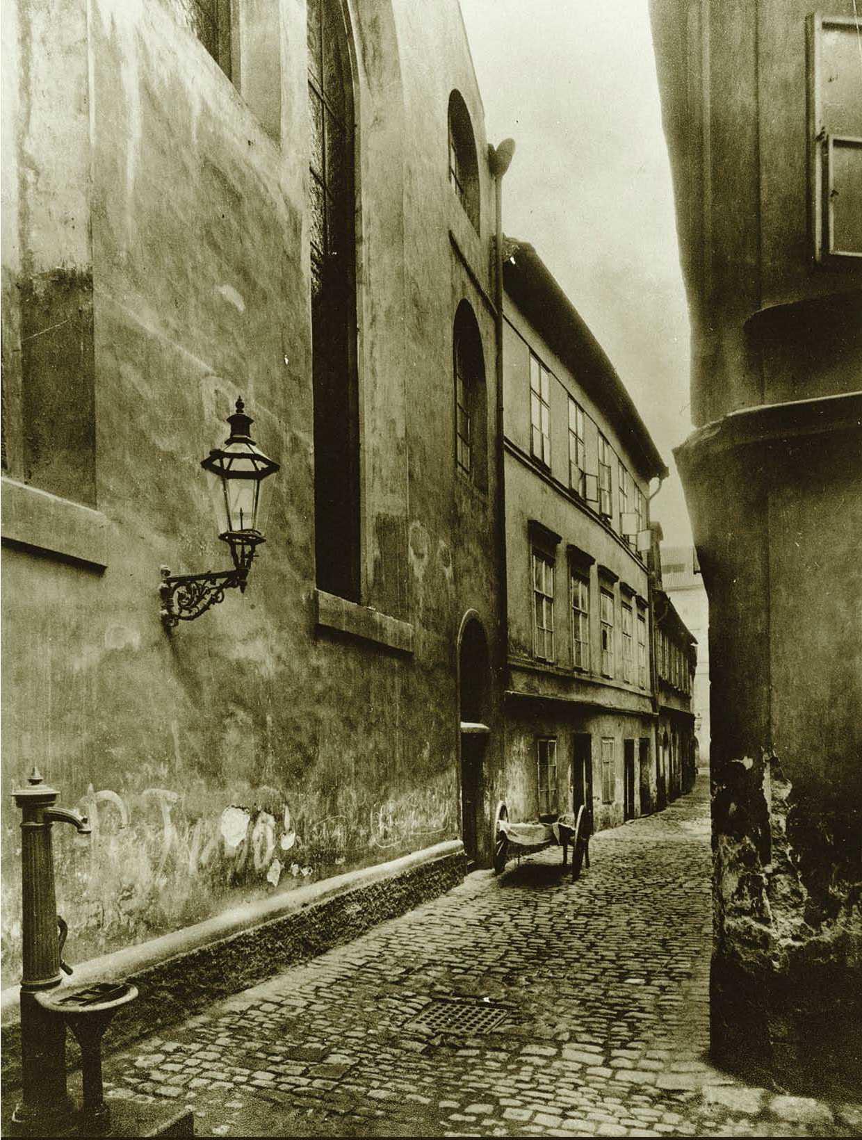 Maiselova ulice, vlevo Maiselova synagoga