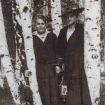 Julie Kafka und Kafkas Schwester Valli, 1917